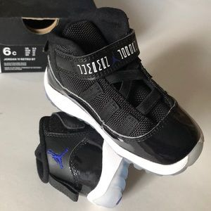 Jordan 11 Retro BT Sneakers